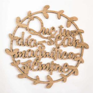 Adorno de madera cortado a láser en forma de corona con frases para hogar