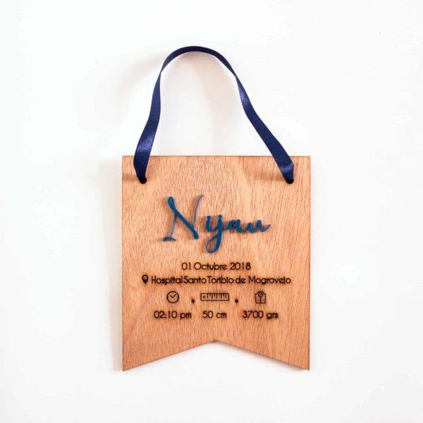 Banderín de madera grabado y personalizado con láser con el nombre Nijam