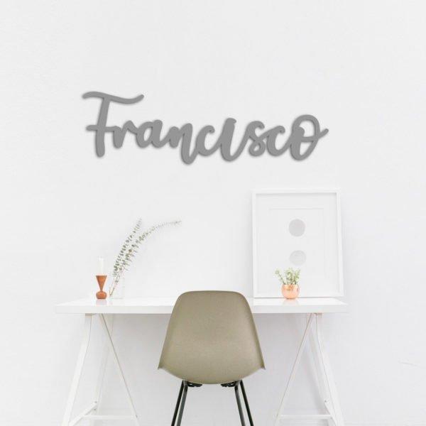 Nombre de madera cortado a láser para colgar en la pared con la palabra Francisco