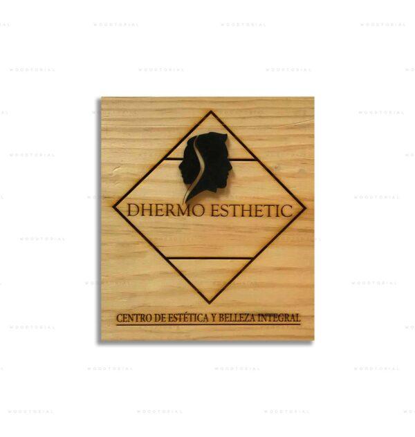 cuadro-de-madera-con-logo-de-empresa-personalizado-a-laser
